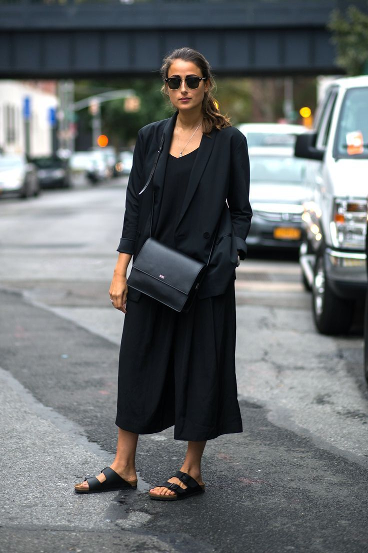 Why Minimal Doesn't Have To Mean Boring. All black everything | Minimalist fashion and style | Scandinavian style | black on black | monochromatic fashion | Style ideas for minimalists | Konmari | Minimal Chic | Classic