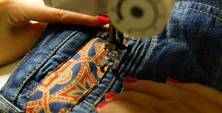 Un tuto facile pour customiser son jean avec un foulard