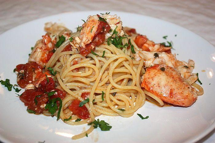 La spaghettata con astice è un ottimo primo di mare fatto con pochi ingredienti ma di gran sapore, che richiede solo un po' di attenzione nella cottura