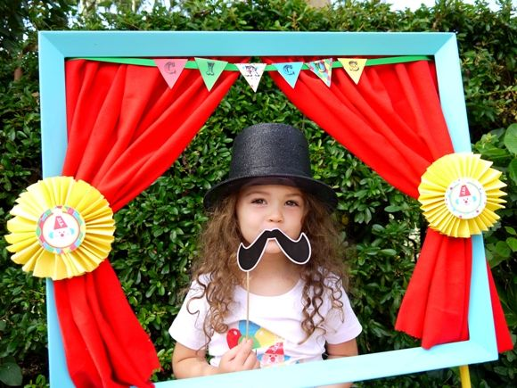 Circus carnival birthday party, perfect for boys or girls! Lots ofDIY creative decorations, party printables, favors and fun!