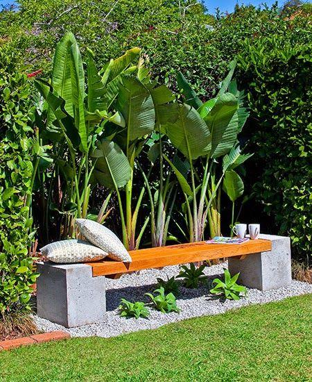 Très design ce banc en béton et en bois, à faire vous-même.    Un banc très chic à faire vous-même avec du béton. Choisissez un bois qui su...
