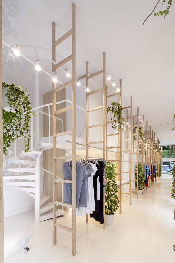 Mit Mat Mama Store in Barcelona by Román Izquierdo Bouldstridge -- clever use of ladders to furnish the store