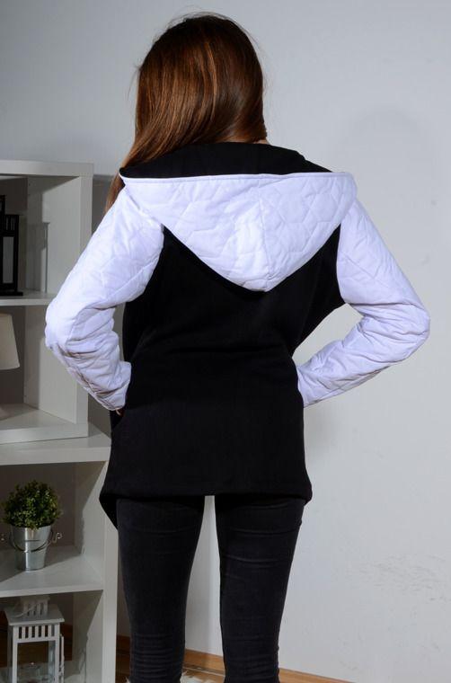 Ciepła bluza z łączonych materiałów, rękawy wykonane są z ciepłego, pikowanego materiału. Posiada wydłużony przód. Wykonana z miękkiej i lekko układającej się dzianiny modny design i niepowtarzalny wygląd. Pasuje do wielu stylizacji zarówno codziennych jak i sportowych.