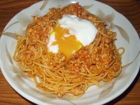 chicken pasta with soft boiled egg 鶏ミートスパゲティの温泉卵のっけ (ground chicken)