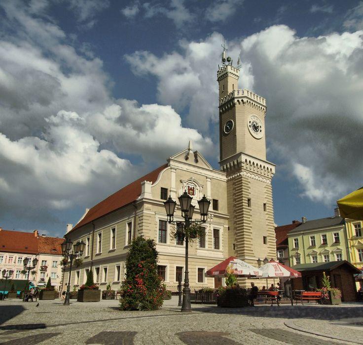 Ratusz w Świebodzinie - budynek pochodzi z XVI wieku. Przebudowany został w XIX wieku. W nim ma siedzibę Muzeum Regionalne oraz Urząd Stanu Cywilnego i Spraw Obywatelskich, także Rada Miasta.