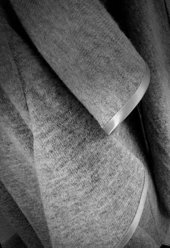 Nuestra colección FW2015-16 se compone de prendas cálidas, con tejidos suaves y delicados que son un auténtico lujo para los sentidos.