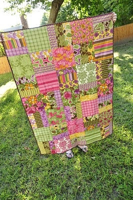 layer cake quilt - free tutorial and easy quilt instructions!