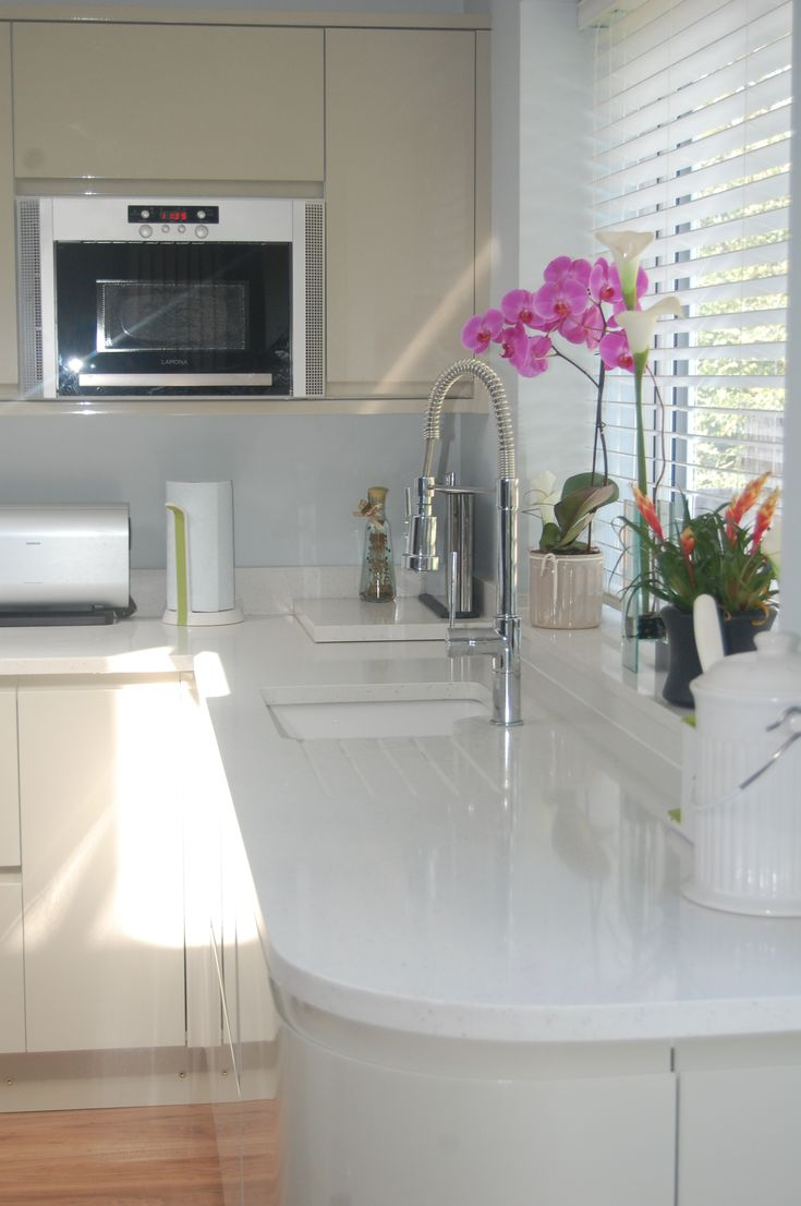 Compac Moon White Quartz Worktops with cream kitchen cabinets. Installed in Bromley, Kent.