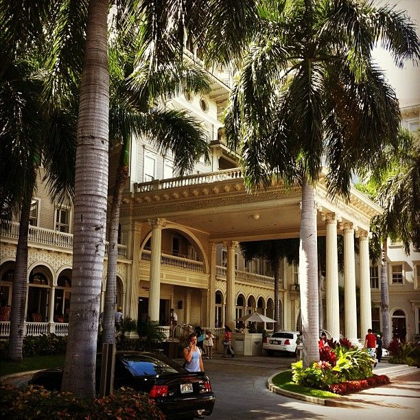 Entrance To The Moana Surfrider Hotel Waikiki Oahu Oldest In