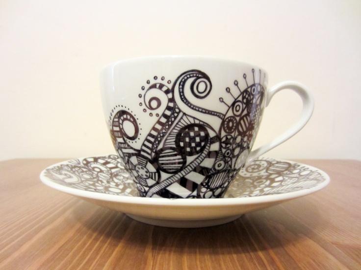 sharpie mugs..never thought of doing zen tangle on mugs.. Very cute:)