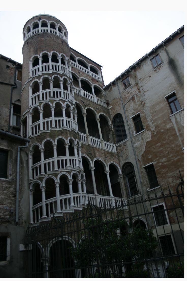 pieces of pics : Scala Contarini bovolo - hidden treasure in Venice...
