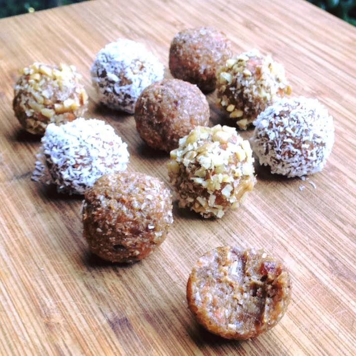 BOMBONES DE ZANAHORIA  crudivegano , sin azúcar , sin gluten          Ingredientes:  1 taza de almendras o nueces  1/2 taza de pasas dorada...