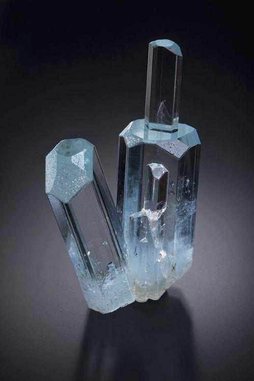 Carcará Rocks! • eyesaremosaics:  Beryl var.Aquamarine - Shigar...