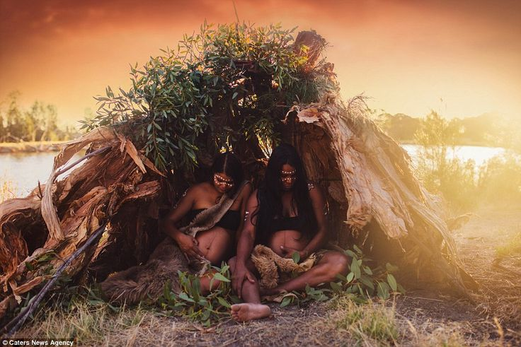 Stunning photoshave emerged of Aboriginal newborns with their mothers in a harmonious env...