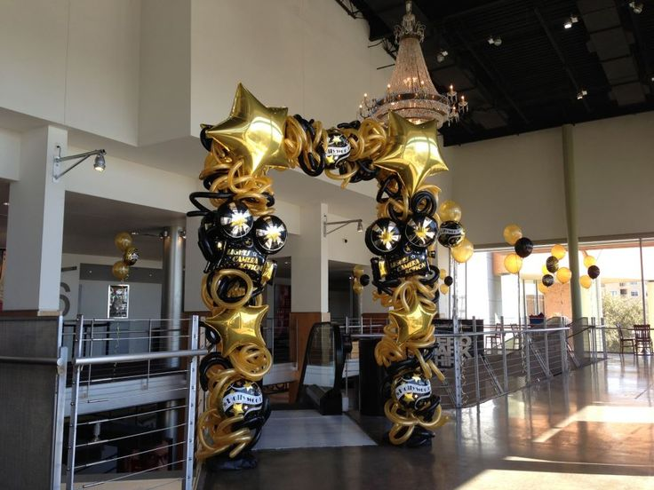 Hollywood balloon arch dance party ideas hollywood for 7 star balloon decoration
