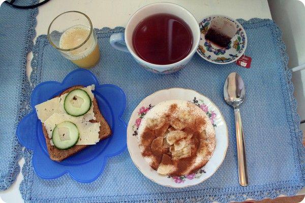 ostmacka, kanelfil med banan, ananasjuice och nyponte.