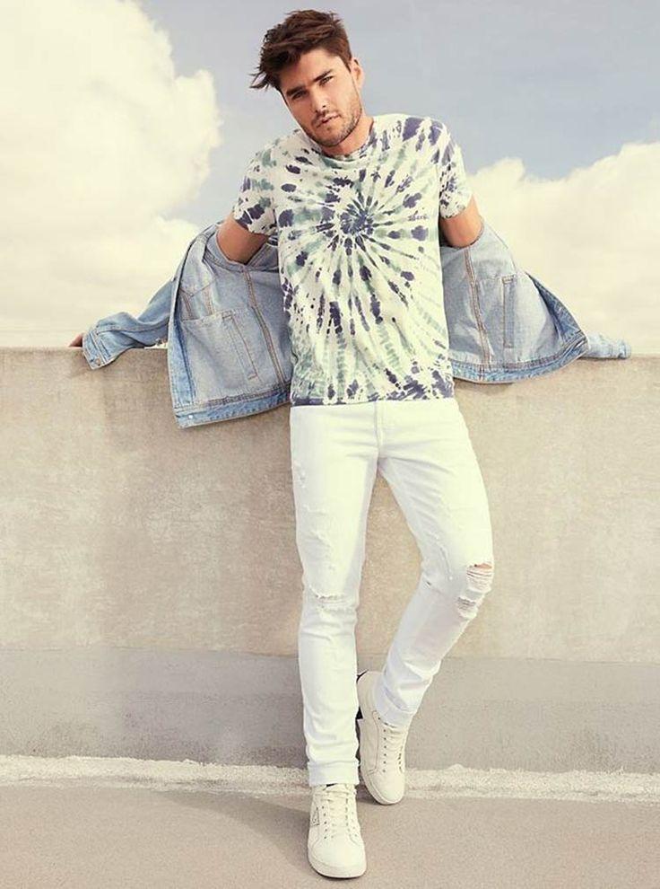 Look masculino com camiseta Tie Dye para inspiração. Tie Dye Pants, Tie Dye Shirts, Tie Dye Fashion, Mens Fashion, Fashion Trends, Moda Tie Dye, Outfit Man, Male Models Poses, Spiral Tie Dye