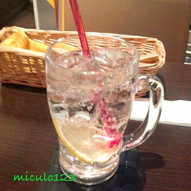 ジンリッキー(*^^*)マドラーでレモンを潰していただきまーす☆ - 25件のもぐもぐ - まずは一人飲み^o^ by miculo123