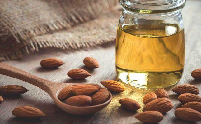 فوائد زيت اللوز الحلو للمنطقة الحساسة موسوعة طيوف Almond Oil Benefits Sweet Almond Oil Almond Oil Uses