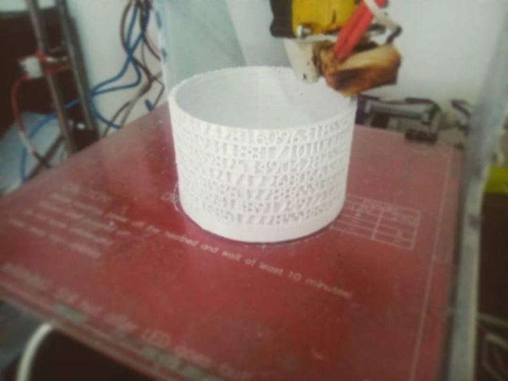 Cuántos números componen el número pi? En @impulso3d quisimos averiguarlo y por éso estamos creando esta torre con todos ellos. En unas horas sabremos a esperar! π  #impulso3d #impresion3d #fabricacion3d #tower #torredepi #pitower #pinumber #pi #3dprint #3dprinting #3dprinter #3dp #prusa #prusai3 #modeling #pla #filament by impulso3d