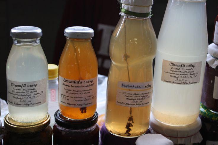 Maga szerzi be a lekvárhoz, teához valót legtöbbször a Bakonyban (például a levendulát), de van, hogy az édesanya kertjéből gyűjti az alapanyagokat (bodzát, citromfűvet).