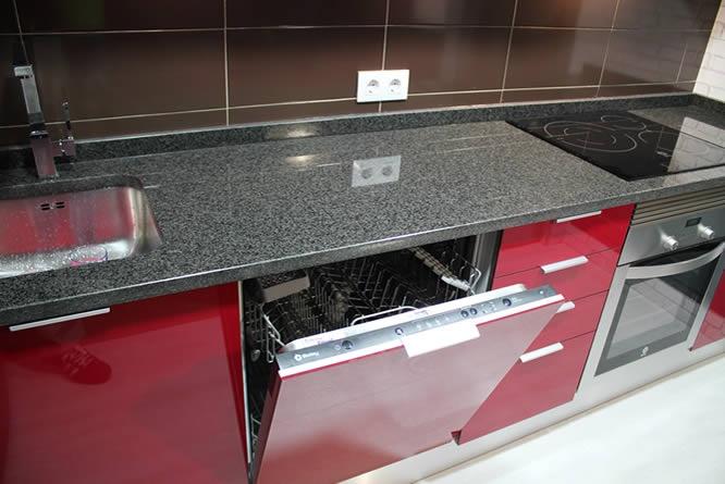 Rey rojo con gris clarito granito negro cocinas en - Cocinas en negro ...