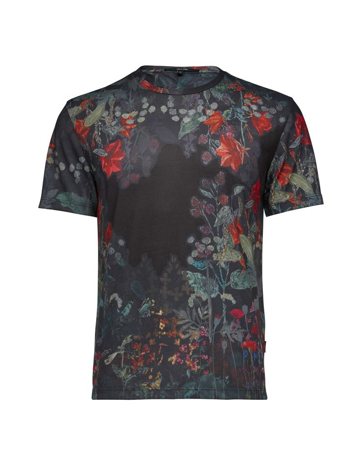 Men's t-shirt in sporty jersey. Features all-over digital seasonal flower print…