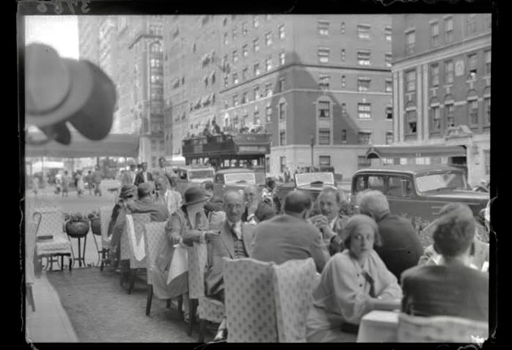 Sidewalk cafe, Waldorf Astoria Hotel 1934  Photo by Martin Munkacsi