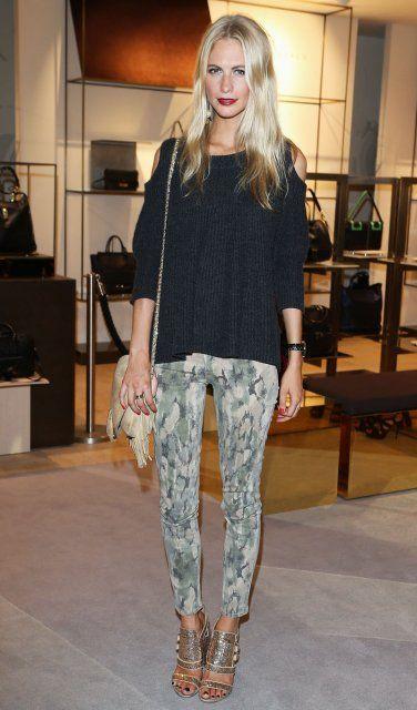 An der Fashion-Front: Stars in 7/8-Hosen mit Camouflage-Prints.