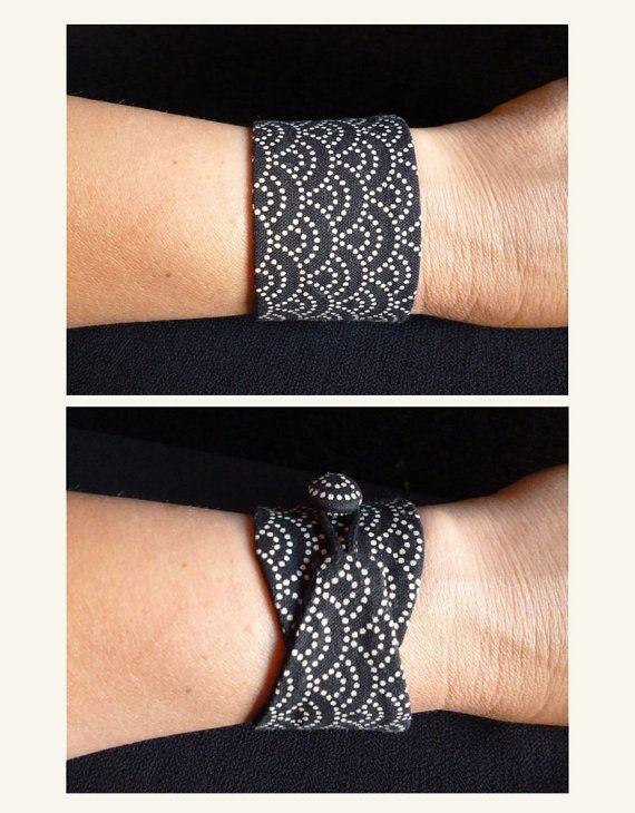 Bracelet obi Black sashiko tissu japonais 100 coton par Obimaika (scheduled via http://www.tailwindapp.com?utm_source=pinterest&utm_medium=twpin&utm_content=post137318145&utm_campaign=scheduler_attribution)