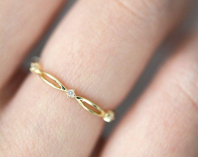 JESSICA, bague Alliance diamant en or de 14 k, empilable bague en diamant en or 14 k, diamant tissé Dainty, Alliance en diamant vaguement tressé