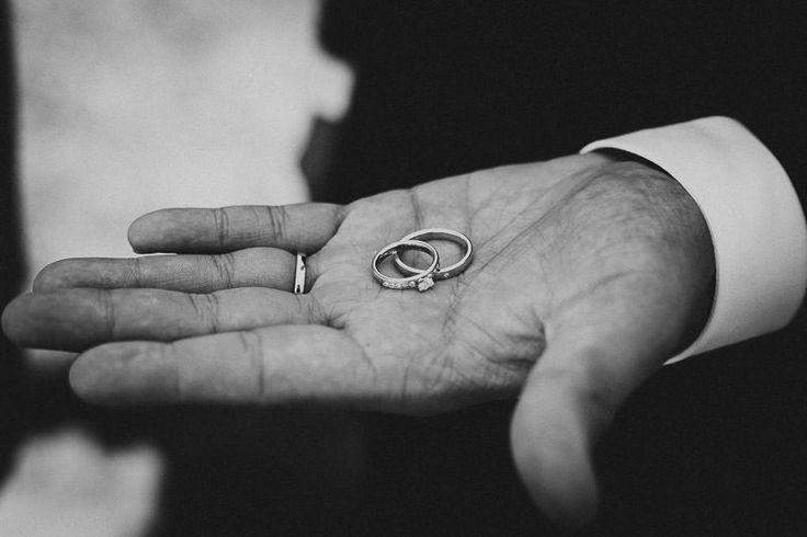 Vigselringarna, ringar bröllop, bröllopsklänning, bröllopstårta, bröllopsinbjudan, bröllopsdukning, bröllopsfrisyr, wedding dresses, wedding ideas
