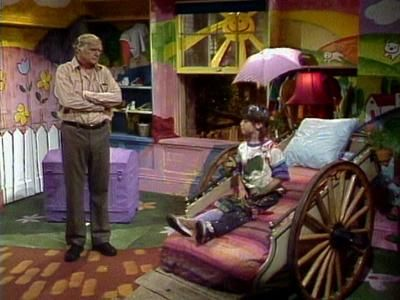 punky brewster's bed was EVERYTHING back in the day. I wanted that bed so much, it hurt! now, I'm starting to see the impracticality of it.