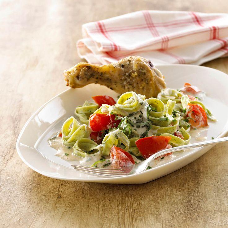 Frisk spinat pasta med tomat og ricotta sauce og stegt kylling - skøn opskrift