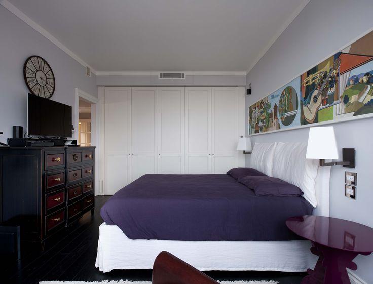 Vimar domotica By-me appartamento a Siena. Camera comandi con la serie Eikon Evo bianca e placca cristallo