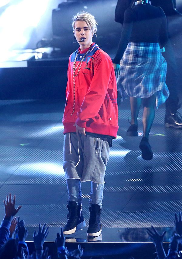 "Justin Bieber tore up the stage when he performed ""Company"" at the iHeartRadio Music Awards!"