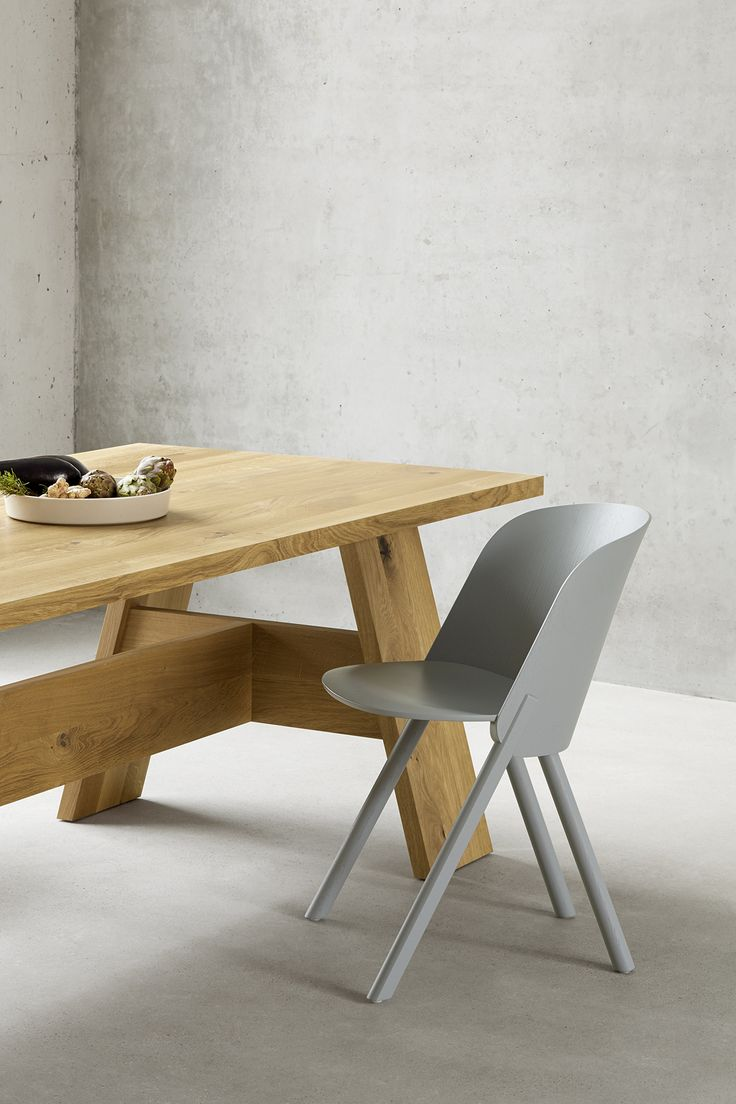 Dining table FAYLAND by David Chipperfield in solid European oak. Chair: THIS by Stefan @stefandiez. / www.e15.com #e15