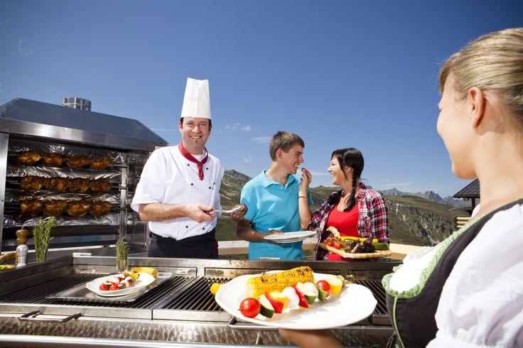 Grillen auf der Nova Stoba Terrasse mit dem Küchenchef höchstpersönlich ...mhhhhhhh  https://www.youtube.com/watch?v=l0oxkxxggBE #silvrettamontafon #kulinarisch #genießen