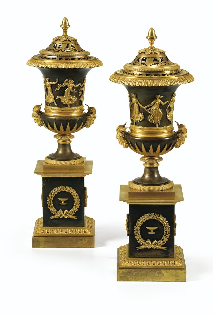 Paire de vases pots-pourris en bronze patiné et doré d'époque Empire, attribués à Pierre-Philippe Thomire, vers 1810   Lot   Sotheby's