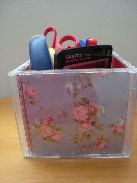 Made by Samy: DIY - Porta treco de caixa de CDs     Olá pessoal,...