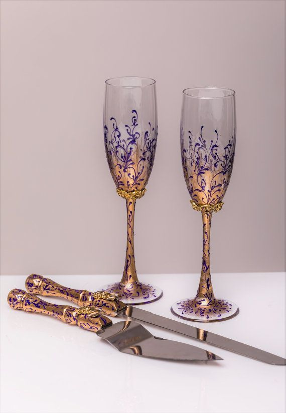 PURPLE GOLD Wedding glasses and Cake Server Set cake knife purple gold bride and groom wedding toasting flutes wedding flutes, set of 4