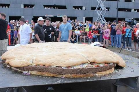 world's biggest burger with 2,014-pound, 10-foot diameter bacon-cheeseburger