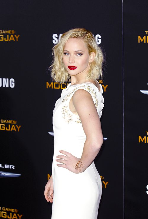 Jennifer Lawrence // Hair: blonde - Eyes: blue - Height: 175 cm - Background: English, French, German, Irish, Scottish - Nationality: American