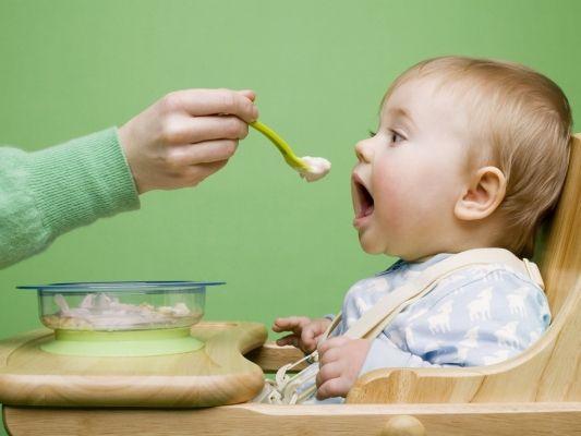 Введение прикорма, первый прикорм грудного ребенка