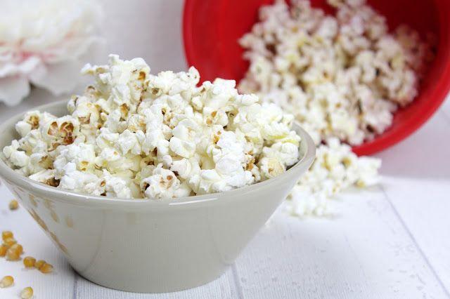 Mit dem Popcorn Maker und dem Thermomix lassen sich wunderbare Kreationen zaubern. Wie wäre es mit Zebra Popcorn, Macadamia Popcorn und Amaretto, ZItronen Popcorn und weiße schokolade, Karamell &#8…