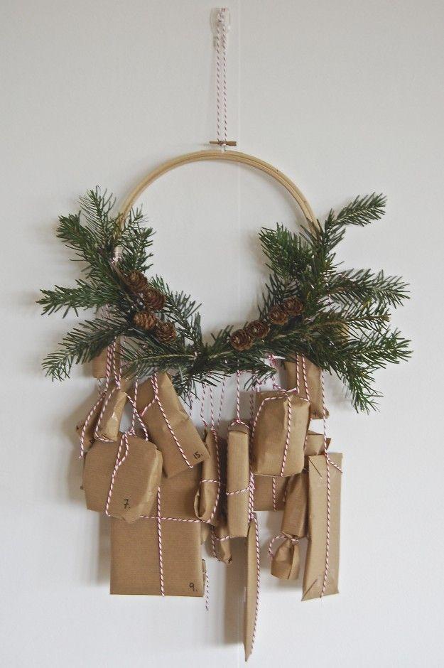 Stickrahmen vom Flohmarkt, Zweige aus Nachbars Garten, Adventskalender-Geschenke mit Liebe gemacht - FERTIG