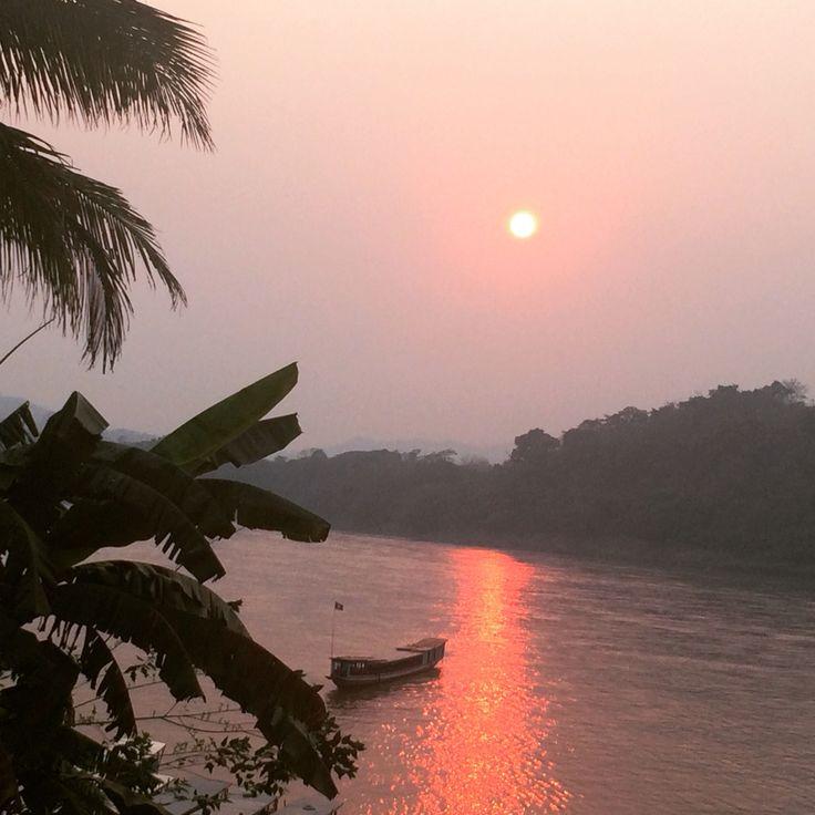 Puesta de sol sobre el mekong
