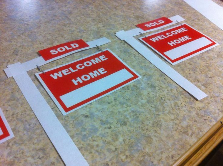 Saw these on Pinterest and had to make them myself. The student's name goes in the white space on the WELCOME HOME sign. My students and fellow RAs love them! Door Decs, Resident Advisor, Resident Assistant, ResLife, Residence Life