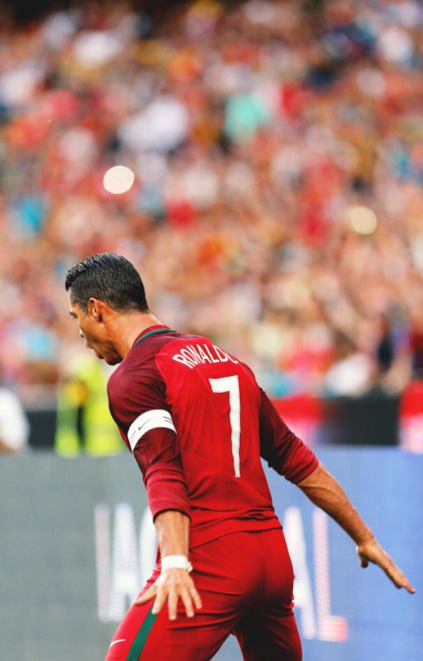 Cristiano Ronaldo CR7 http://celevs.com/the-10-best-pics-of-cristiano-ronaldo/
