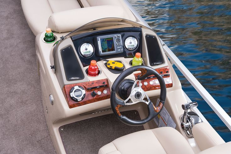 Deluxe sport steering wheel w/burlwood accents & Power-assisted tilt hydraulic steering http://www.exclusiveautomarine.com/product/party-barge-254-xp3